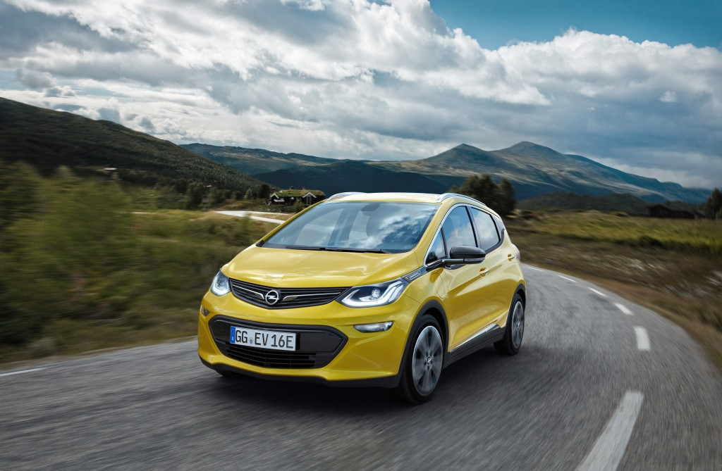 No range anxiety: The new Opel Ampera-e revolutionizes electro-mobility.