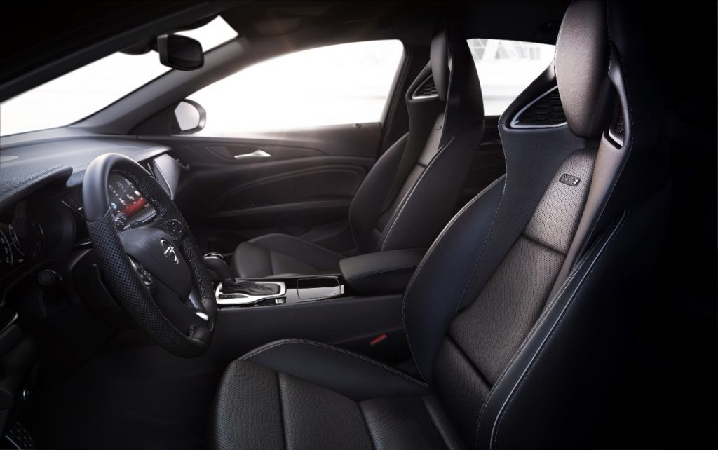Strong support in corners and high comfort over long distances: The new performance sport seat of the Opel Insignia GSi.