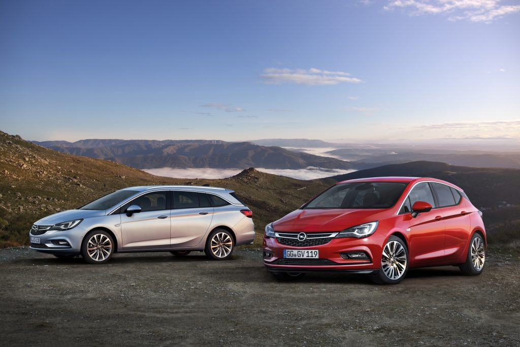 Dynamic duo: The Opel Astra Sports Tourer and the Astra five-door have convinced more than 500,000 customers from across Europe.