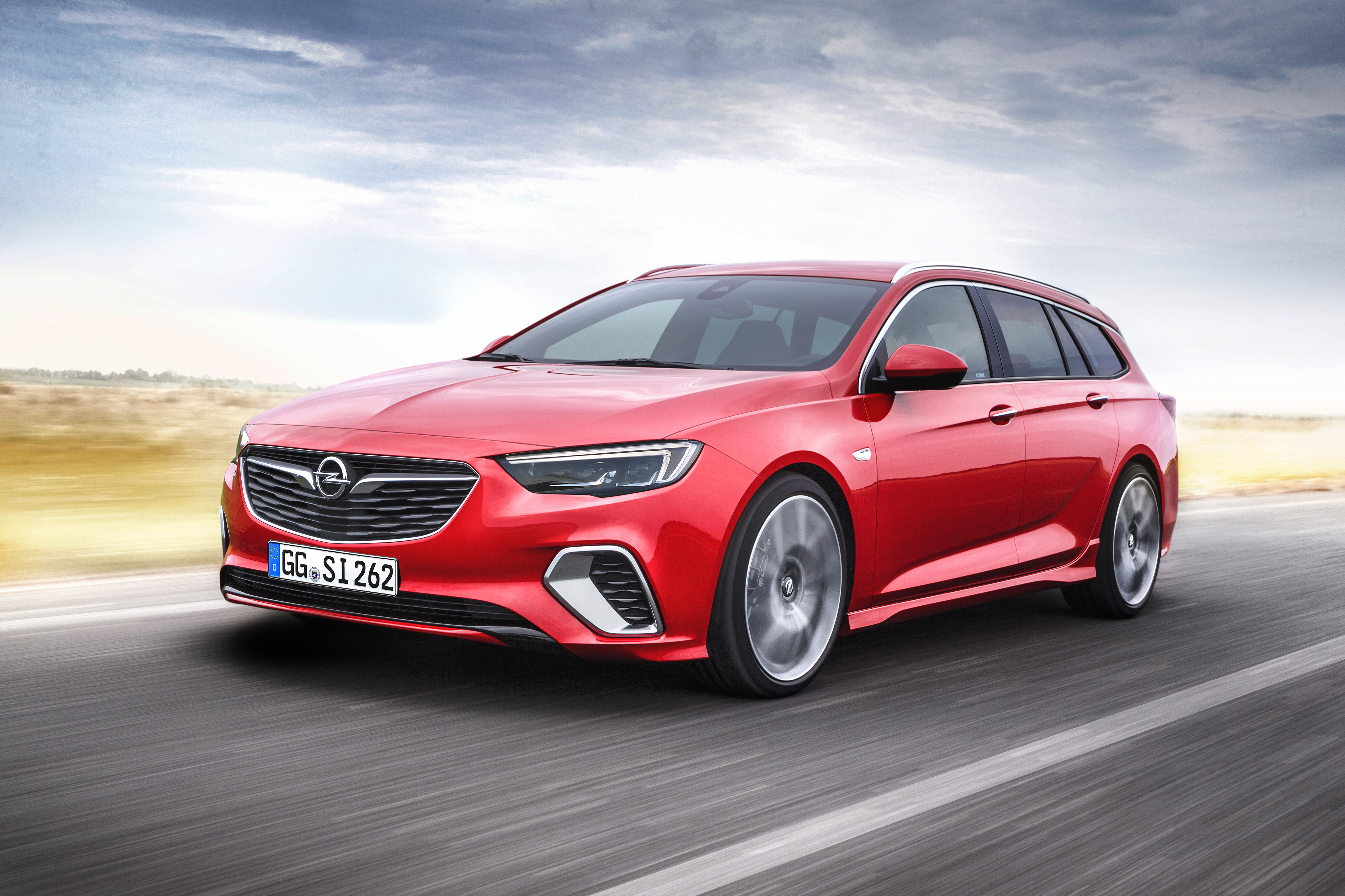 Extra sharp, extra precise and extra powerful: The new Opel Insignia GSi Sports Tourer has everything a sporty driver wants.