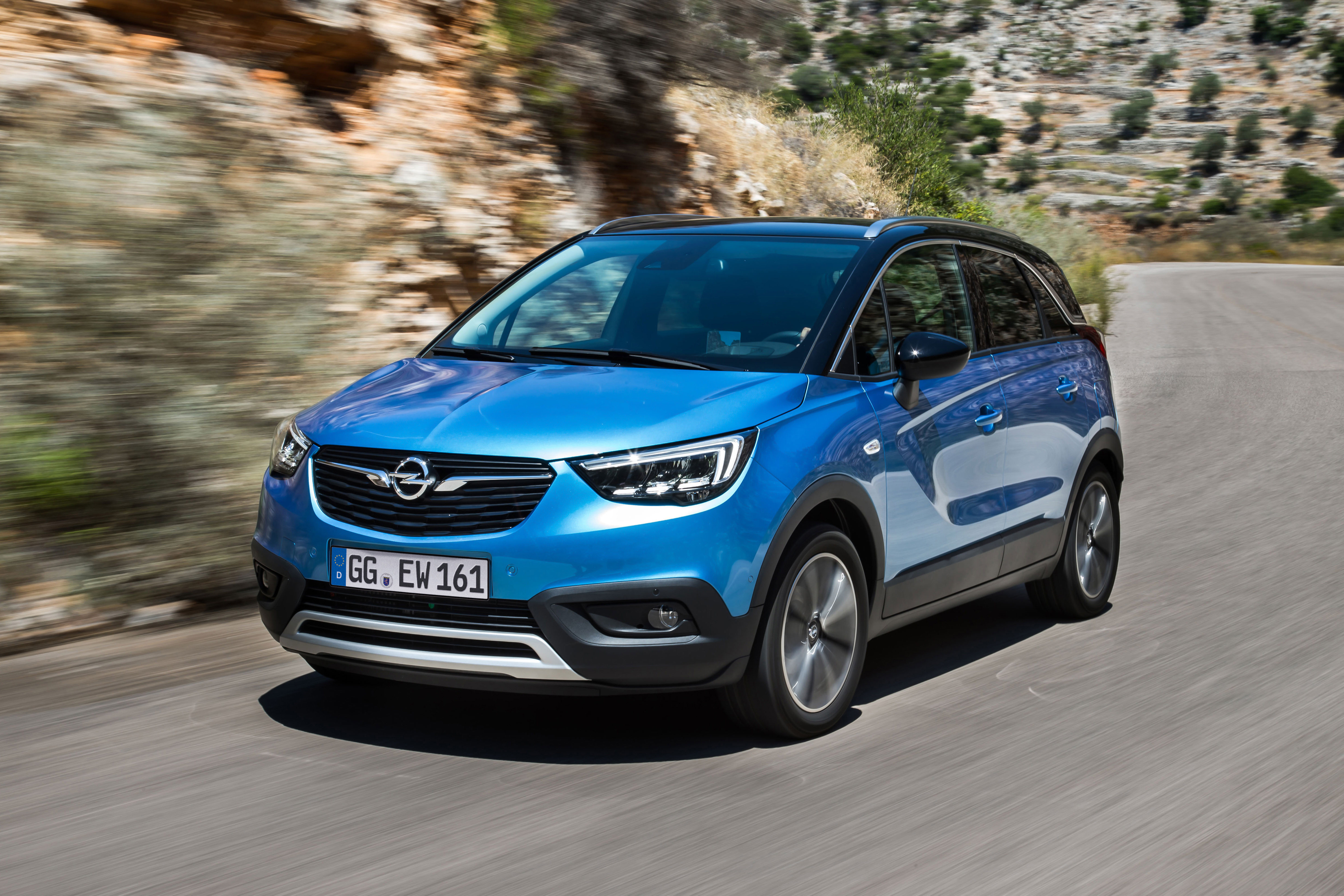 Bestseller in the making: More than 100,000 customers have already ordered the Opel Crossland X since the start of sales about one year ago.