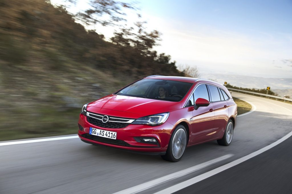 Spacious, sporty and clean: The Opel Astra Sports Tourer with 147 kW/200 hp, 1.6-litre, turbocharged petrol engine complies with the future Euro 6d-TEMP emission standard.
